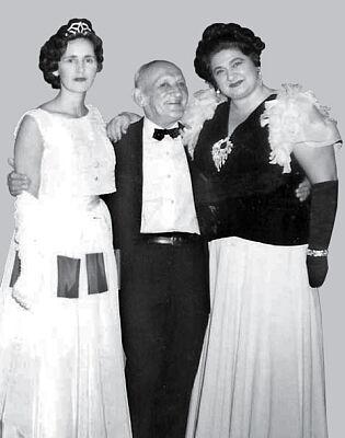 На фото: Тамара Гранитова, господин Георгий Ишевский, Нина Кравцова на концерте в Сан-Франциско, Калифорния, США