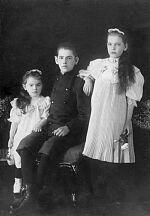 Зоя, Николай и Евгения Гаген