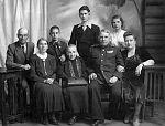 Н.А. Гаген с матерью, женой и семьёй сестры Зои. Сенгилей, 1950