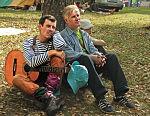Ульяновские барды Стас Кушманцев и Александр Додосов на фестивале в Ломах, сентябрь 2006 года